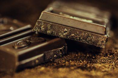 Mangiare cioccolato fa bene alle coronarie